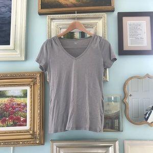 Gray Gap v-neck t-shirt